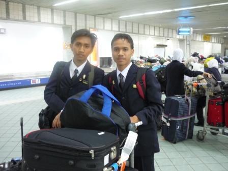 Bersama ahli beit,Haziq sebaik tiba di Lapangan Terbang Antarbangsa Kaherah