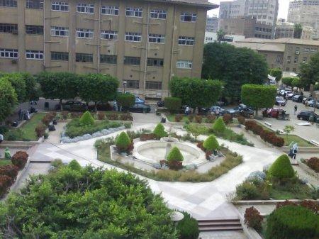 Ruangan yang terdapat di Universiti Kaherah ini kebiasaannya menjadi tempat berehat pelajar
